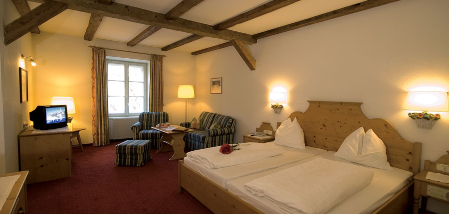 Austria_Kitzbuhel_Hotel-Tiefenbrunner_Twin-bedroom2.jpg